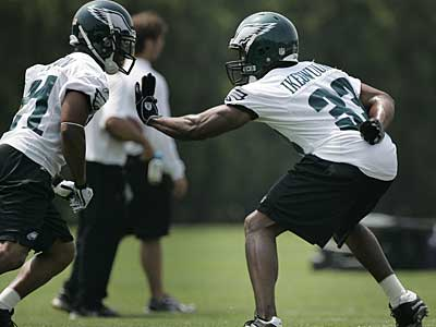 Eagles cornerback Jack Ikegwuonu (right) and Joselio Hanson (left) participate in Monday´s practice. They were not joined by Asante Samuel, who took the day off. (Eric Mencher/Staff Photographer)
