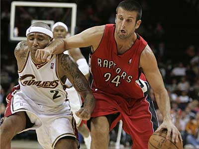 The Sixers have acquired Jason Kapono from the Raptors in exchange for power foward Reggie Evans. (AP / File photo)