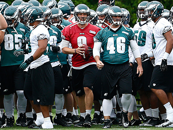 Eagles quarterback Nick Foles and the Eagles prepare for practice. (Matt Rourke/AP)