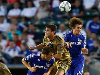 Wizards´ Jack Jewsbury and Johathan Leathers block out Union´s Cristian Arrieta on a head ball. (AP Photo/Ed Zurga)