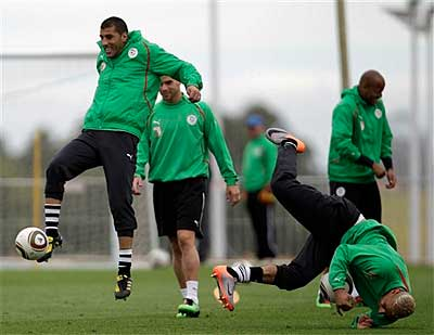 Algeria´s Gaouaoui, left, and Chaouchi , right, are seen during a training session , in Durban, South Africa. (AP Photo/Martin Mejia)