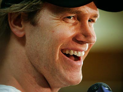 Chris Pronger said he believes the Flyers have improved so far this offseason. (Alejandro A. Alvarez / Staff file photo)