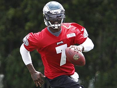 Michael Vick and the Eagles´ offense struggled in the fourth quarter last season. (David Maialetti/Staff Photographer)