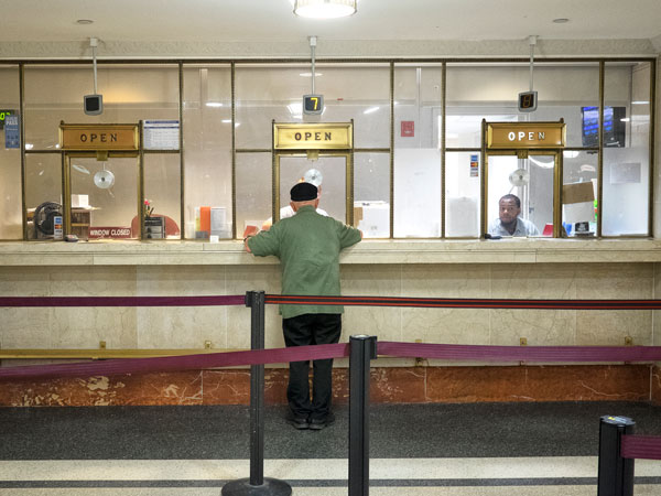 Ed Touhy, of Fox Chase, stands alone at the ticket counter in Suburban Station and buys a transpass in order to get home by bus last month. (Ed Hille / Staff Photographer)