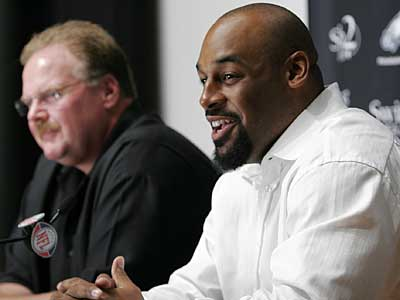 Donovan McNabb was the only Eagles player among the top 50 in the NFL on one writer´s list. (AP / Mark Stehle)