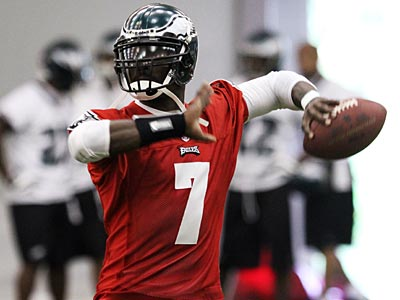 Eagles quarterback Michael Vick throws during OTAs. (Laurence Kesterson / Staff Photographer)