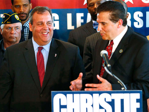 Gov. Christie getting an endorsement from Essex County Executive Joe DiVincenzo (right), a Democrat.