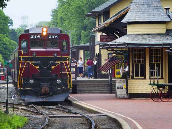 The train station in New Hope, a picturesque community along the Delaware River filled with shops, antique dealers, artists and restaurants. ( ED HILLE / Staff Photographer)