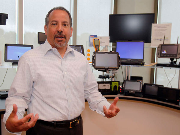 Carl Ortell explains some of ARI´s technology at the fleet management company´s office in Mount Laurel. ARI, which employs 2,800, was ranked 27th among Fortune´s Top 100 Places to Work in 2014. (Akira Suwa / Staff Photographer)