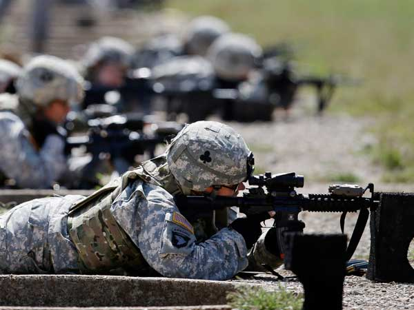 In this Sept. 18, 2012 file photo, female soldiers from 1st Brigade Combat Team, 101st Airborne Division train on a firing range while testing new body armor in Fort Campbell, Ky., in preparation for their deployment to Afghanistan. (AP photo)