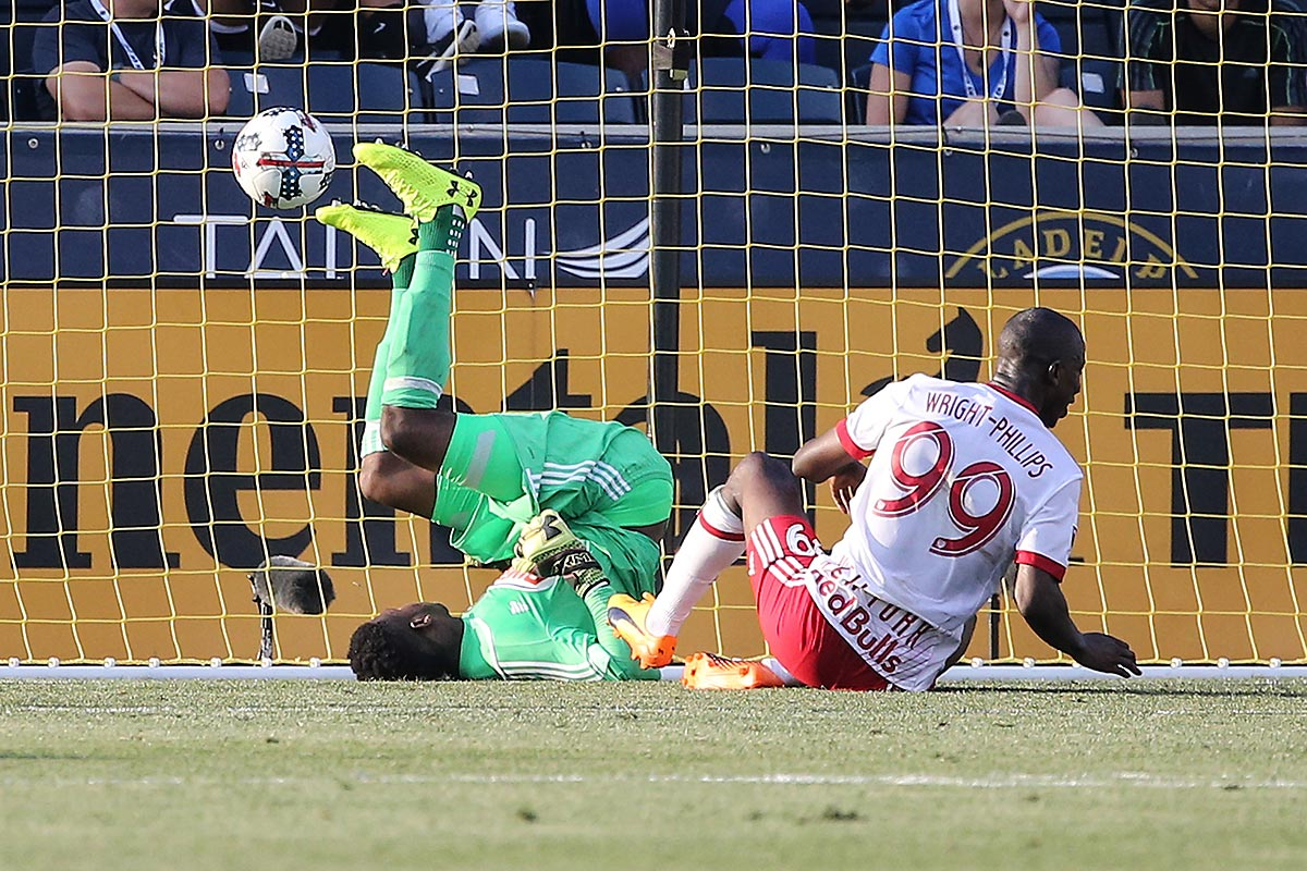Union goalkeeper Andre Blake can´t stop the goal of Red Bulls forward Bradley Wright-Phillips.