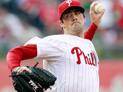 Cole Hamels throws the baseball during the first-inning. <br />(Yong Kim / Staff Photographer)