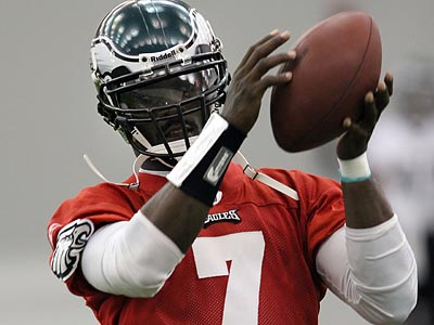 Michael Vick is ´of no interest´ to the Virginia Beach police in their investigation. (Laurence Kesterson / Staff file photo)