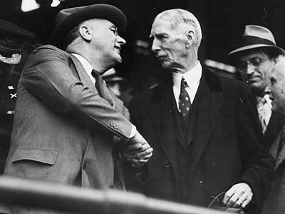 Former A´s manager Connie Mack, here greeting President Franklin Delano Roosevelt.
