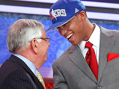 NBA commissioner David Stern, left, shakes hands with Ohio State´s Evan Turner, who was selected second overall by the Sixers. (AP Photo/Jason DeCrow)