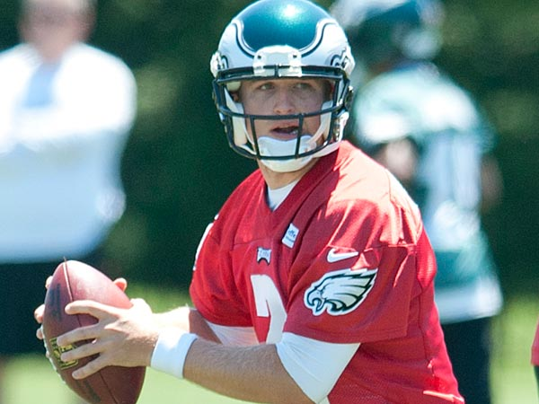 Philadelphia Eagles rookie quarterback Matt Barkley<br />participates in drills during the organized<br />team activity on June 4, 2013. (Clem Murray/Staff<br />Photographer)