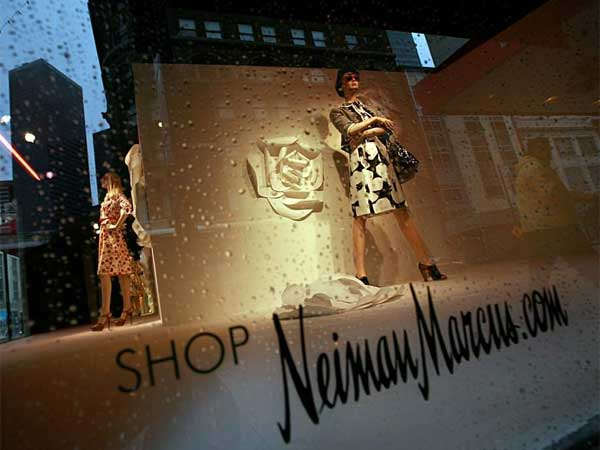 Luxury merchant Neiman Marcus says thieves may have stolen customers´ credit card and debit card information and made unauthorized charges over the holiday season.. (TOM PENNINGTON / AP)