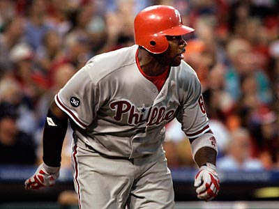 Ryan Howard, the designated hitter tonight, knocked in a run during the Phillies´ six-run fifth inning. (AP Photo / Tom Mihalek)