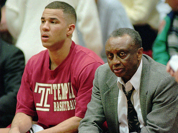 Rick Brunson with John Chaney on Temple´s bench back in 1995. (Tim Shaffer/AP file photo)