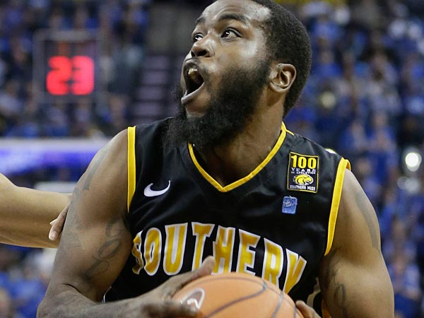 Former Southern Mississippi guard Dwayne Davis worked out with the Sixers Wednesday at PCOM. (AP Photo/Danny Johnston)