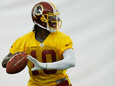Michael Vick has a fan in Redskins quarterback Robert Griffin III. (AP Photo / Pablo Martinez Monsivais)