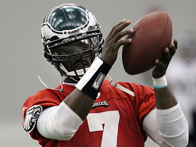 Michael Vick´s future with the Eagles is uncertain. (Laurence Kesterson / Staff Photographer)