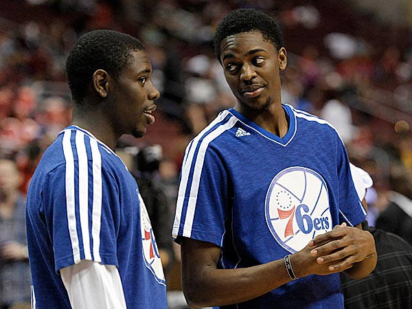 Former Sixers Jrue (left) and Justin Holiday (right). (Michael Perez/AP file photo)