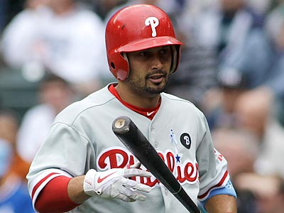 Shane Victorino injured his thumb in Sunday´s loss to the Blue Jays. (Ted S. Warren/AP)