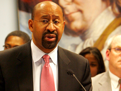 Mayor Michael Nutter announced that he is freezing wages for many city workers. (David Swanson / Staff Photographer)