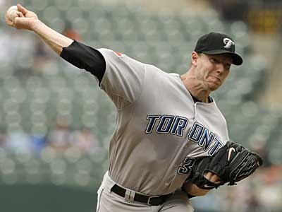 Do the Phillies have the chips necessary to acquire a pitcher like Toronto´s Roy Halladay? (AP / File photo)