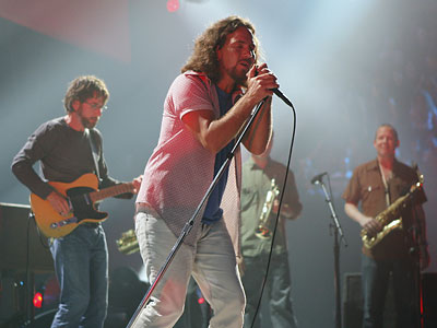 Pearl Jam will help close out the Spectrum with two shows in Philadelphia this fall. (AP file photo)