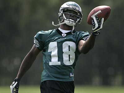 Jeremy Maclin (18) is the only Eagles´ draft pick who has not signed. Rookies report to training camp Sunday. (Eric Mencher/Staff Photographer)
