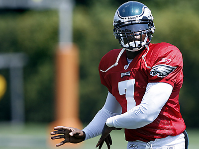 Michael Vick practices at the Novacare Complex after signing with the Eagles last season. (David Maialetti / Staff Photographer)