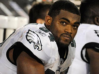 Brandon Graham is active for his first game this season Monday night against the Bears. (Clem Murray/Staff file photo)