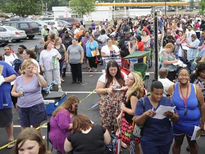 "Hundreds line up outside Planet Fittness in the Northeast for a casting call for the NBC reality show ""The Biggest Loser"" in 2012. ( RON TARVER / Staff Photographer )"