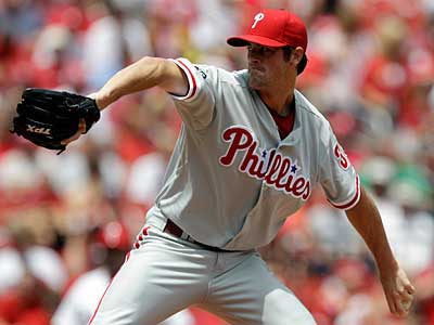 Phillies starter Cole Hamels delivers against the Cardinals. (AP Photo / Jeff Roberson)