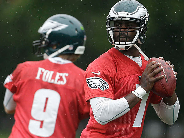 Eagles quarterbacks Michael Vick and Nick Foles. (Staff File Photo)
