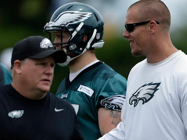 Philadelphia Eagles head coach Chip Kelly, left, and assistant tight ends coach Justin Peele are seen during practice at the team´s NFL football training facility, Thursday, June 6, 2013, in Philadelphia. (AP Photo/Matt Rourke)