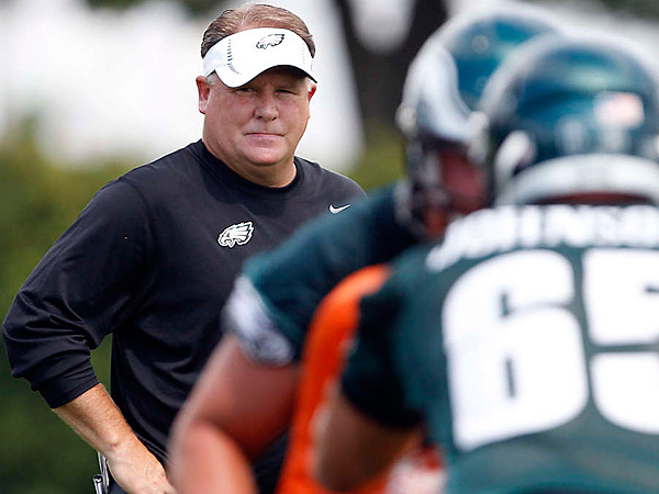 Eagles coach Chip Kelly watches rookies and selected veterans at work. (David Maialetti/Staff Photographer)