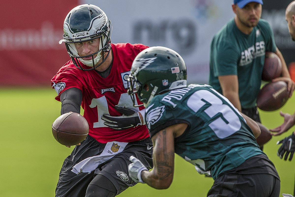 Eagles quarterback Carson Wentz hands the ball off to rookie running back Donnel Pumphrey.