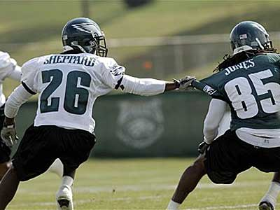Cornerback Lito Sheppard, left, ties up wide receiver Jamaal Jones, right, during practice at the Eagles´ training camp Friday, the first day the entire squad - rookies and veterans - practiced together. (AP Photo/Bradley C Bower)