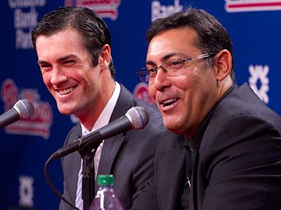 Pitcher Cole Hamels and general manager Reuben Amaro discuss Hamels´ six-year, $144 million contract. (Ed Hille/Staff Photographer)