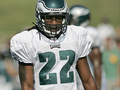 Eagles cornerback Asante Samuel has been diagnosed with a ´mild´ hamstring strain. (Rich Schultz/AP)