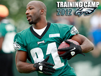 Jason Avant runs a drill during morning practice at Eagles training camp at Lehigh University. (Yong Kim/Staff Photographer)