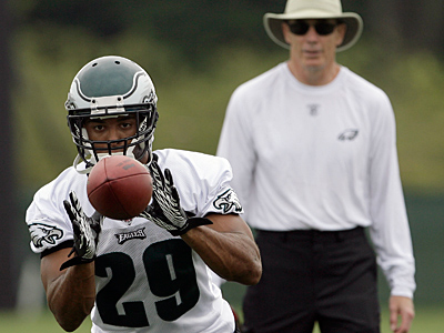Nate Allen (29) is penciled in as the Eagles´ starting free safety. (Yong Kim/Staff Photographer)