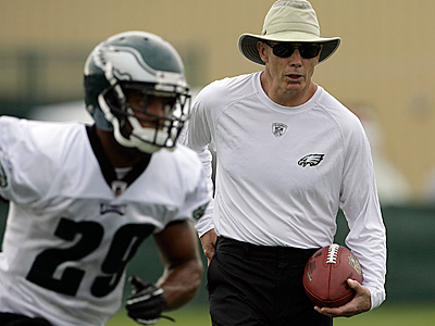 Eagles defensive backs coach Dick Jauron is expected to interview for their defensive coordinator job. (Yong Kim/Staff File Photo)