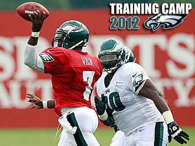 Antonio Dixon pressures Michael Vick during training camp. (Yong Kim/Staff Photographer)