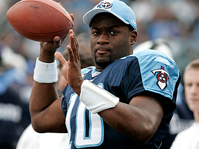 Vince Young and the Eagles have agreed to a one-year deal. (AP File Photo/Mark Humphrey)