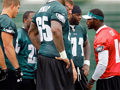 Despite all the other story lines, the 2011 Eagles depend on Michael Vick (David Maialetti / Staff Photographer)