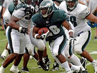 Eagles rookie running back carries the ball during Friday morning´s practice at Lehigh. (Clem Murray / Staff Photographer)